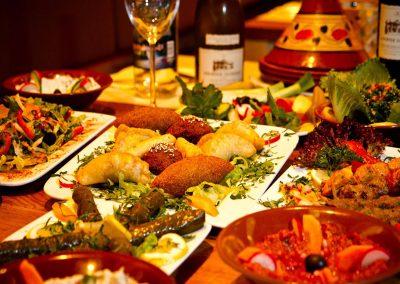 libanesisches-essen-gedeckter-tisch